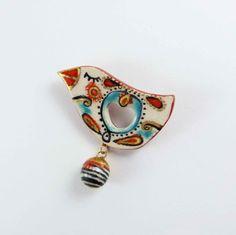 He encontrado este interesante anuncio de Etsy en https://www.etsy.com/es/listing/261725187/broche-de-ceramica-pajaro-multicolor-con