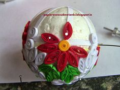paper quilling on ball ornament