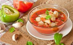 Gazpacho, çiğ sebzelerden yapılan ve soğuk servis edilen, domates bazlı İspanya'nın güney bölgesinde keşfedilmiş ve dünyaca kabul görmüş bir çorba çeşidi.