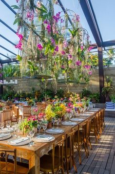 Wedding Stage, Wedding Events, Wedding Couple Photos, Flower Chandelier, Outdoor Restaurant, Restaurant Concept, Indoor Wedding, Deco Table, Wedding Reception Decorations