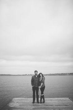Engagement shoot at White Rock Lake, Dallas. Photography by Loft Photographie / loftphotographie.com