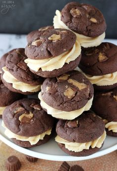 These Reese's Peanut Butter Chocolate Cookie Sandwiches are moist, chewy chocolate pudding cookies full of chopped mini Reese's. They are sandwiched around a delicious peanut butter cream cheese icing to make a wonderful cookie sandwich. Cookie Desserts, Just Desserts, Cookie Recipes, Delicious Desserts, Dessert Recipes, Cookie Favors, Peanut Butter Sandwich Cookies, Peanut Butter Recipes, Cookie Sandwiches