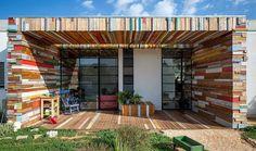 Une étonnante maison construite en bois de récupération
