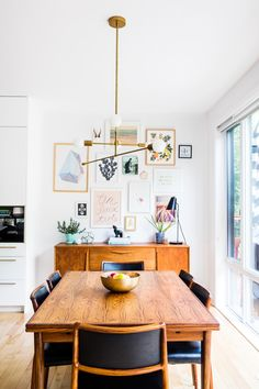 Many posters in the kitchen is so beautiful! Interior Design by Buk&Nola Many posters in the kitchen Beautiful Interior Design, Beautiful Interiors, Dining Room Design, Dining Room Furniture, Interior Flat, Sweet Home, Funky Home Decor, Dining Room Inspiration, Small Dining