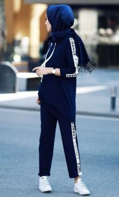 super Ideas for sport style hijab sporty look Modern Hijab Fashion, Hijab Fashion Inspiration, Look Fashion, Girl Fashion, Style Inspiration, Fashion Women, Casual Hijab Outfit, Hijab Chic, Chic Outfits