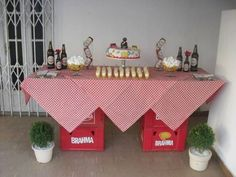 Decoração de Festa Simples boteco mesa decorada com toalha xadrez 50th Birthday Party, Man Birthday, Happy Birthday, Glamour Decor, Italian Party, Diy Shower, Its My Bday, Table Arrangements, House Party