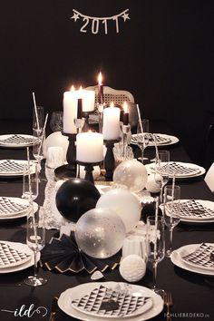 New Year's Eve Decor & Happy New Year- Silvestertischdeko & Happy New Year Modern table decoration in a trendy black and white look for the New Year's Eve party - 16th Birthday Decorations, Love Decorations, New Years Eve Decorations, Party Table Decorations, Balloon Decorations, Balloon Ideas, New Year Diy, Happy New Year, Saint Sylvestre