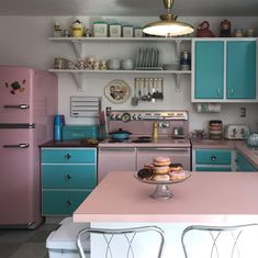 12 Kitchen Ideas for the Ultimate Retro Inspiration 12 Kitchen Ideas for the Ultimate Retro Inspiration 12 Kitchen Ideas<br> Retro is cool again, and these spiffy kitchens are just as awesome today as they were 70 years ago. Vintage Kitchen Appliances, Retro Kitchen Decor, 1950s Kitchen, Old Kitchen, Retro Home Decor, Kitchen Cabinets, Kitchen Ideas, Retro Kitchens, Pastel Kitchen Decor