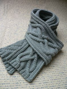 Ravelry : free pattern - Aran scarf by qusic