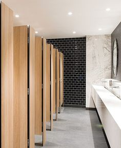 To design and build a public restroom there are many things that must be considered. Like choosing durable material, large size, simple design and easily accessible for everyone. Restaurant Bad, Restaurant Bathroom, Office Bathroom, Bathroom Interior, Modern Bathroom, Boho Bathroom, Small Bathroom, Master Bathroom, Washroom Design