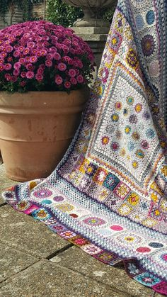 Transcendent Crochet a Solid Granny Square Ideas. Inconceivable Crochet a Solid Granny Square Ideas. Crochet Squares Afghan, Crochet Square Patterns, Granny Square Blanket, Crochet Quilt, Afghan Crochet Patterns, Love Crochet, Crochet Designs, Crochet Yarn, Granny Squares