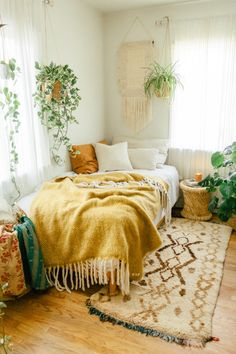 Inside Californian Bohemian Abode with SPELL SPELL welcomes you to the urban jungle ~ Sara Toufali's bohemian oasis FILLED with greenery and indoor plants in LA, California Room Ideas Bedroom, Home Bedroom, Adult Bedroom Ideas, Bedroom Furniture, Boho Room, Boho Chic Bedroom, Urban Chic Bedrooms, Boho Chic Interior, Bohemian Bedrooms