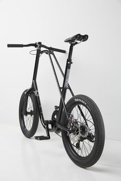 is designer Joey Ruiter's latest stripped down urban commuter for Inner City Bikes. It's a smaller bike with smaller wheels yet it doesn't compromise comfort, ride position or effic Mini Velo, Mini Bike, Velo Design, Bicycle Design, Touring Bicycles, Touring Bike, Bmx Bikes, Cycling Bikes, Cool Bicycles