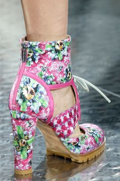 Mary Katrantzou Spring 2014 RTW - Details - Fashion Week - Runway, Fashion Shows and Collections - Vogue