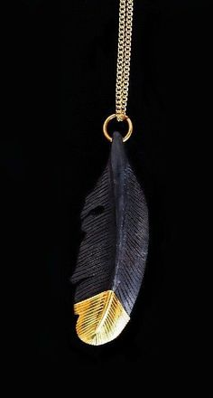Single Feather Pendant in Black and Gold Black And Gold Aesthetic, Or Noir, Black Gold Jewelry, Gold Feathers, Feather Necklaces, Black Women Art, Belle Photo, Fashion Necklace, Black Backgrounds