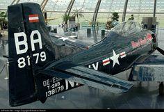 North American T-28B Trojan OE-ESA 200-250 Salzburg W. A. Mozart - LOWS