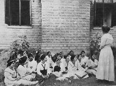 Niñas asistiendo clase dominical en la Primera Iglesia Metodista Unida de Ponce, Puerto Rico (1922)