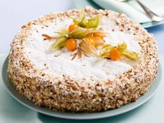 Scopri come preparare la torta diplomatica con le tue mani, una torta a strati super sfiziosa e molto chic: perfetta come dolce per un una serata importata.