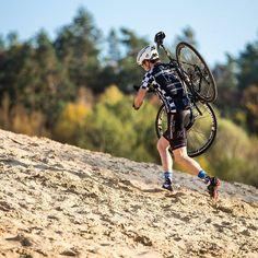 Sand?  Yes! A lot of it. Ja eine ganze Menge.  It's cyclocross season baby. Die Cyclo-Cross-Saison ist da.  #konstructive.de #mountainbike #revolutionsports #igersberlin #beachbody #beachlifestyle #racer #cyclechics #gravelbike #querfeldein #cyclinglife #mtblove #cx #mtbgirls #cycling #cycle #allmountainstyle #cyclelikeagirl #girlsonbike #womenscycling #gravelbiking #trail #velo #bikelove #cyclist #beachlife #bikelovers #cyclocross  #igerscycling #beach