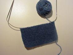 Strikk og tøys: Babysokk trinn for trinn - illustrert Crochet Bikini, Crochet Top, Baby Socks, Baby Knitting Patterns, Knitted Hats, Beanie, Fashion, Culture, Dekoration