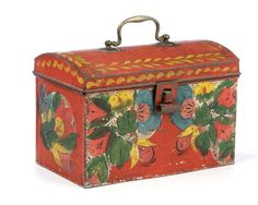 RED PAINTED TIN TRUNK DECORATED WITH BLACK-HIGHLIGHTED POLYCHROME FLORAL SPRAYS PAINTED OVER WHITE BASE COATS, ATTRIBUTED TO THE HARVEY FILLEY TINSHOP, PHILADELPHIA (ACT. 1818-1853). | Northeast Auctions