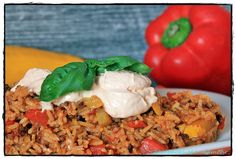 Mediterrane Reispfanne mit Paprika-Schmand