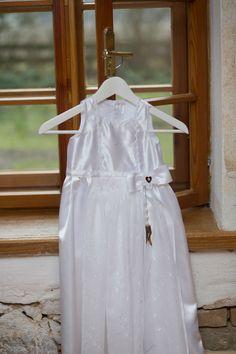 Das 1. und ORIGINALE TrachtenTAUFKLEID  Foto: Goodshoots Girls Dresses, Flower Girl Dresses, Designer, Wedding Dresses, Fashion, The Originals, Curve Dresses, Dresses For Girls, Alon Livne Wedding Dresses
