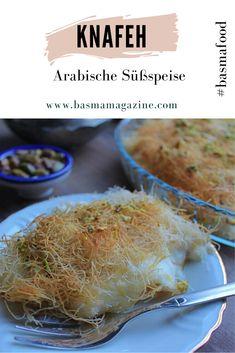 Knafeh (arab.) oder Künefe (türk.) ist wohl eine der beliebtesten arabischen und türkischen Süßspeisen. Sie besteht aus zwei Schichten Fadenteig mit einer cremigen Füllung und wird mit dem typischen Sirup gesüßt.  Wie bei so vielen beliebten Gerichten gibt es auch von Knafeh unzählige Variationen und lokale Besonderheiten in der Zubereitung. Fusion Food, Rice, Meat, Chicken, Drawing, Turkish Recipes, Finger Food Recipes, Syrup, Arabic Dessert
