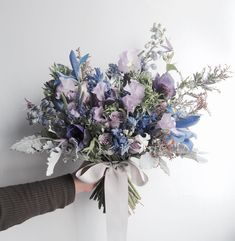 With regard to the origin of the bouquet, there is such a romantic and sweet legend: in the West, a young man accompanied by his brother, holding a sword i Hand Flowers, Little Flowers, Bridal Flowers, Beautiful Flowers, Beautiful Flower Arrangements, Wedding Flower Arrangements, Floral Arrangements, Wedding Bouquets, Wedding Decor