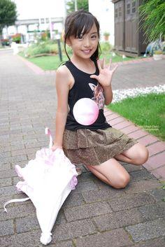 Kleines japanisches Mädchen Nettes Nettes, kleines