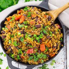 Vegan Jambalaya with Beans. This vegan jambalaya makes the perfect vegan dinner! It's super easy to make and so delicious. Easy Soup Recipes, Vegan Dinner Recipes, Rice Recipes, Salad Recipes, Breakfast Recipes, Vegetarian Recipes, Cooking Recipes, Healthy Recipes, Vegan Vegetarian