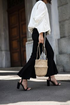 If there were ever a season to throw accessory caution to the wind, its sweet summertime! Check out our Top 10 Straw Bags now! Dress Up Outfits, New Outfits, Summer Outfits, Fashion Clothes Online, Stylish Kids, Dark Fashion, Fashion Lookbook, Fashion Trends, Holiday Fashion