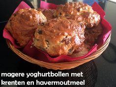 Acht gezonde magere #yoghurtbollen met #havermout en vol #rozijnen en met een vleugje #vanille. Laag vetpercentage en natuurlijk gezoet. Makkelijk & snel: in een half uur op tafel! #gezond #gezondeten #healthy #healthyfood #ontbijt #lunch #tussendoortje #snack #yoghurt #havermoutmeel #oatmeal