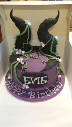 Maleficent inspired borthday cake..... Maleficent Cake, Descendants Cake, Decoration Patisserie, Birthday Cake Girls, Birthday Cakes, Fantasy Cake, Superhero Cake, Disney Cakes, Halloween Cakes