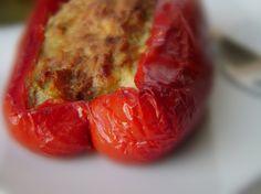 ** PEPERONI RIPIENI - Per 3 porzioni: 3 peperoni - 1 melanzana - 1 pomodoro ramato - 1 cipolla - 280 gr. prosciutto cotto magra tritato - 6 cc pesto - 90 gr. parmigiano grattugiato - timo - prezzemolo - sale - pepe. PORZIONI WW per 1 porzione: 1 grassi - 2 proteine - 1 verdura. Per la ricetta leggi i commenti