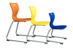 Ook vind ik dat er leukere kleurrijkere stoelen moeten komen want deze zijn zo saai en zitten ook niet echt lekker en we moeten er tenslotte ook wel een uur opzitten. Dus comfort speelt hier ook een grote rol.