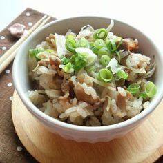 シンプルな具材で作る、生姜の味がまろやかで優しい味の炊き込みご飯です♪ Food Menu, Fries, Pork, Cooking, Recipes, Panda, Korean Food, Kale Stir Fry, Kitchen