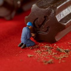 Miniature people art and macro lens photography Frantz Kobe Sweets - Chocolate