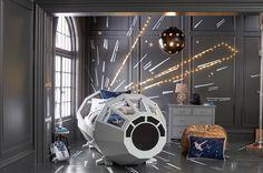 Un lit d'enfant en forme de Faucon Millenium à 4 000$ - http://www.leshommesmodernes.com/lit-faucon-millenium/