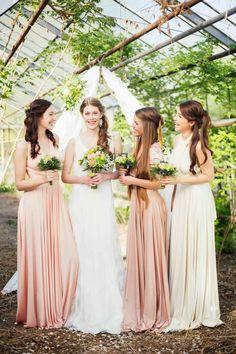 Boho-Hochzeitsträume im alten Gewächshaus @Alina Cürten http://www.hochzeitswahn.de/inspirationsideen/boho-hochzeitstraeume-im-alten-gewaechshaus/ #boho #bohemian #bridesmaids