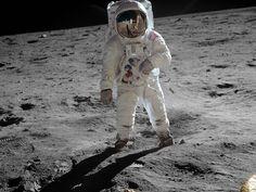 El 20 de julio de 1969 se producía un hito en la historia de la humanidad: la llegada del hombre a la Luna. Escuchamos las palabras de Neil Armstrong.