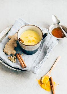 Heb jij ooit wel eens van golden milk gehoord? Ik nog niet in ieder geval, totdat Pauline met dit lekkere recept voor golden milk op de proppen kwam.