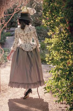 """American Duchess: Shoes of the Revolution - More About """"Dunmore"""" Shoes Vintage Costumes, Vintage Outfits, Vintage Fashion, Rococo Fashion, American Dress, 18th Century Costume, 18th Century Fashion, Historical Clothing, Fashion History"""