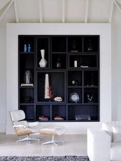 Стенки в зал: обзор современной и функциональной мебели для гостиной http://happymodern.ru/stenki-v-zal-45-foto-vybiraem-idealnuyu-mebel/ Контрастный встроенный шкаф с открытыми полками Смотри больше http://happymodern.ru/stenki-v-zal-45-foto-vybiraem-idealnuyu-mebel/