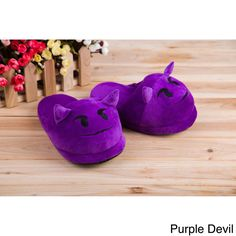 Treat yourself to comfort and a modern text-speak style with emoji house slippers. These plush velvet slippers are skid-resistant as well as wear-resistant, making them ideal for wear all year long. E