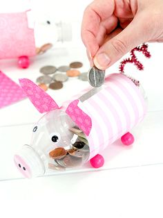 Encourage your kids to save a portion of their allowance and birthday money by making an adorable piggy bank to put their money in. What a fantastic way to reuse plastic bottles! Recycled Bottle Crafts, Water Bottle Crafts, Crafts From Recycled Materials, Reuse Plastic Bottles, Plastic Bottle Flowers, Recycled Crafts Kids, Recycled Art Projects, Plastic Bottle Crafts, Recycle Crafts