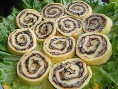 Salted roll with mushrooms Cold Appetizers, Good Food, Yummy Food, Breakfast Lunch Dinner, Mushroom Recipes, Finger Foods, Healthy Life, Sushi, Stuffed Mushrooms