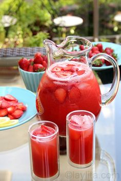 The drinks will either be this homemade strawberry lemonade, strawberry hibiscus tea or lime strawberry & mint spa water. Homemade strawberry lemonade, made in the blender using lemons, strawberries and honey. Refreshing Drinks, Summer Drinks, Fun Drinks, Healthy Drinks, Healthy Recipes, Drink Recipes, Party Drinks, Honey Recipes, Fast Recipes