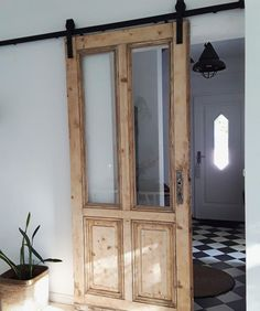 : Sliding doors: how to integrate the practical doors! Sliding doors can be a real highlight in your apartment. Let yourself be inspired or show us how yo doors homedecorelegant homedecorfarmhouse homedecorkitchen integrate practical simplehomedecor s Vintage Home Decor, Diy Home Decor, Sliding Doors, Barn Doors, Diy Furniture, Modern, Home Goods, Sweet Home, New Homes