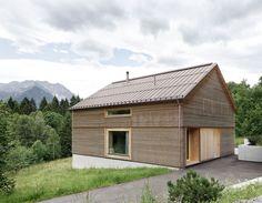 Image 1 of 18 from gallery of House in Tschengla  / Innauer-Matt Architekten. Photograph by Adolf Bereuter